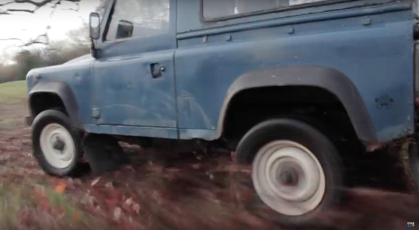 Land Rover Defender w akcji i w… dieslu. Oryginalna Farmkhana [WIDEO]